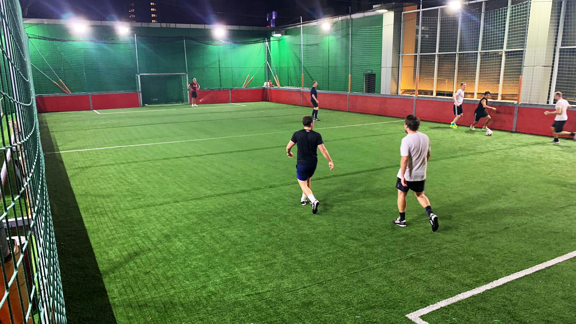 The pitch allows up to 10 players for a kickabout.